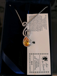 Brand new Art de france Swarovski element necklace