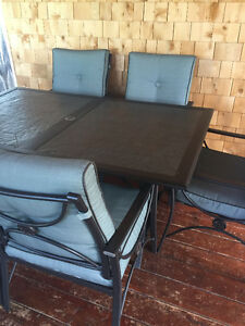 Table de patio / Patio table set