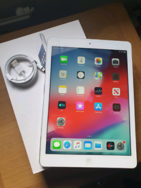 iPad Air Silver Tablet Excellent Condition with Brand New FREE Charger