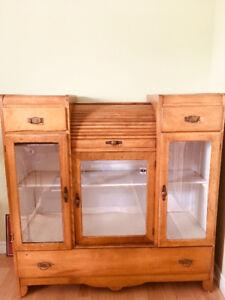 Antique Vaissellier,bureau, toilette et séparateur ancien