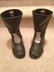 Motorcycle racing boots. Size 8.5. M2R blades