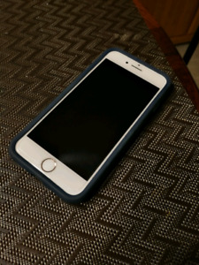Rose Gold/ White Phone 7 - 32G - Perfect Condition