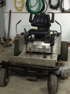 Lawnmower / Tondeuse Zéro turn 27 hp Commercial