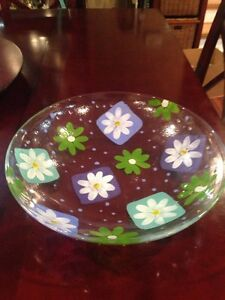 Daisy serving bowl