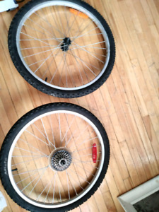 PAIRE MIELE 24X1.95  BIKE TIRES WITH WHEELS 18 SPEED CASSETTE