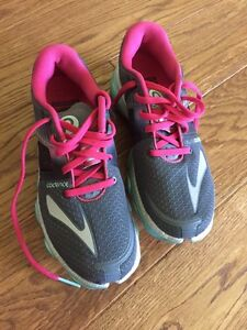 Women's brook pure cadence runners