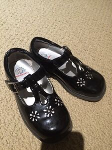 Girls shoes size 8 London Ontario image 1