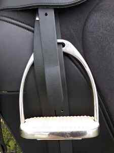 Synthetic Dressage Saddle Package Kingston Kingston Area image 3