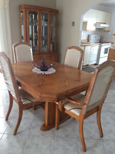 RELOCATING MUST SELL DINING ROOM SET WITH CREDENZA