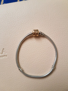 d63a9dec4 Pandora Gold Bracelet | Kijiji in Ontario. - Buy, Sell & Save with ...