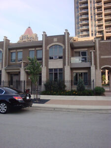 3 BR CONDO TOWNHOUSE CLOSE TO SQUARE ONE & SHERIDAN
