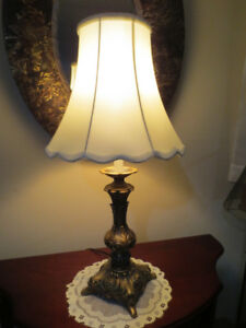 Lampe de table, structure laiton antique.