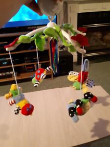 Mobile thème Insectes pour lit de bébés