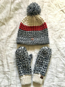 New Women's Roots Cabin Collection Toque and Mittens