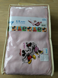 Mickey & Minnie mouse blanket (brand new)