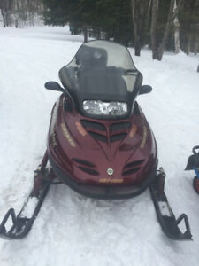 skidoo bombardier grand touring a vendre
