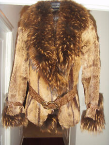 WOLF / FOX JACKET JUST A FEW TIMES HAS BEEN WORN SIZE S-M