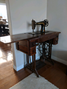 Antique Singer Sewing Table with Machine