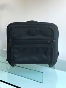 Malette TUMI 2 roues /compact 2 wheeled briefcase
