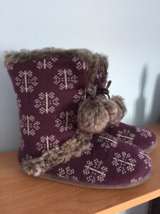 Slippers boots, Brand new size m or 7-8