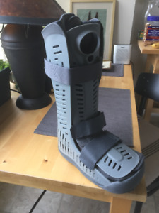 Air boot/walking cast