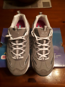 Skechers size 9 running shoes