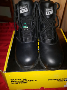 Mens new work boots size 9
