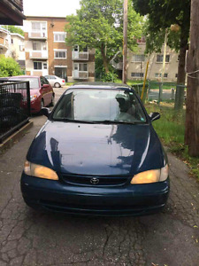 Toyota corolla 1999 tres propre ( very clean)