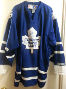 TORONTO MAPLE LEAF JERSEY  SIGNED BY SITTLER PANUFE CLARK