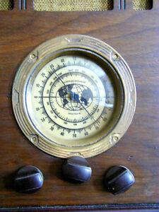Radio de table à lampes antique Capte partout dans le monde.