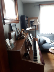 Upright apartment size piano