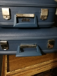 Old vintage Holiday luggage-Montreal matching suitcases
