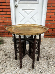 Table de Salon Antique Indienne Plateau Laiton Base en Bois