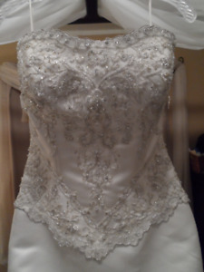 HALF PRICE - Beautiful Wedding Gown Must Go!