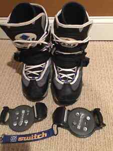 VANS Switch Ladies Size 7 Snowboard Boots with Bindings