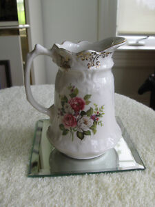 CHARMING OLD VINTAGE ENGLISH-MADE OLD FOLEY CHINA JUG