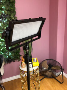 *LIKE NEW* LED LIGHTING FOR PHOTOGRAPHY/VIDEO.