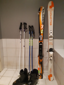 In time for Christmas! Child/youth skis, boots, poles equipment