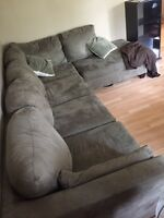 Immaculate dark green micro suede sectional L shapes couch!