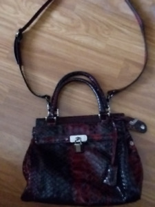 Burgandy leather Purse, in great condition