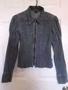 Women's Mustang zip up Jean Jacket. Size Large