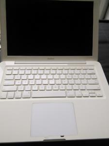 """Working Macbook 13"""" Pro 2009 model 5.2or6.1 No battery No adaptor"""