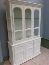 Chabby chic Display Cabinet