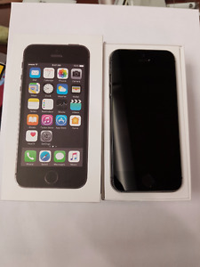 Iphone 5s 16 GB with accessories - locked to Koodo