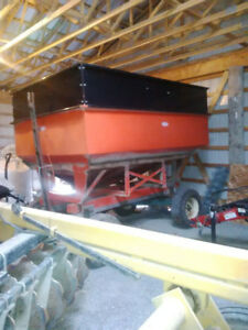 250 BUSHEL GRAIN WAGON