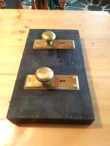 Keyhole door handle coat/bag rack