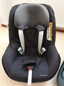 Maxi-Cosi 2Way Pearl Car Seat.