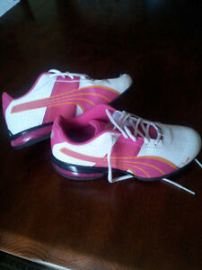 ▄▀▄▀▄▀▄▀▄▀▄▀▄ Puma fille taille 4 ▄▀▄▀▄▀▄▀▄▀▄▀▄ West Island Greater Montréal image 2