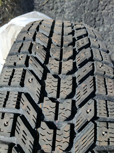 selling set of four Firestone Studded winter tires 205/65R15
