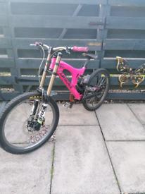 Santa cruz v10 full suspension mountain bike